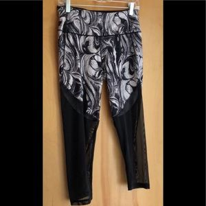 Victoria's Secret black and white leggings size M